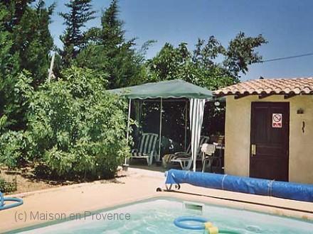 Maison en provence villa la fare les oliviers bouches for Piscine la fare les oliviers