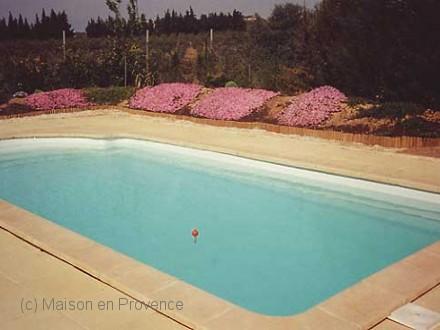 Villa piscine priv e terrain plat et arbor la fare for Piscine la fare les oliviers