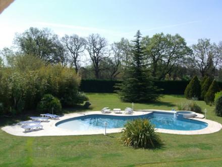 Villa piscine priv e la campagne istres bouches du for Location vacances bouches du rhone piscine