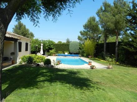 Villa piscine priv e 15 minutes d 39 aix en provence for Piscine cabries