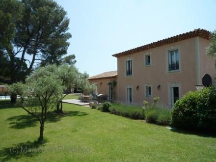 Villa piscine priv e 10min de salon de provence for Location vacances bouches du rhone piscine