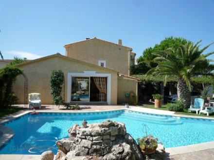 Maison en provence villas avec piscine priv e for Piscine privee montpellier