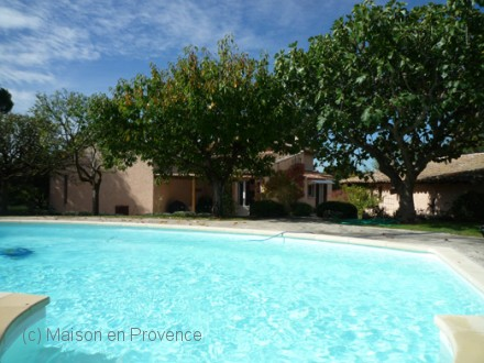 Villa piscine priv e aix en provence bouches du for Location vacances bouches du rhone piscine