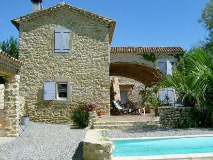 Maison en provence locations de vacances offres sp ciales for Photo de mas provencal