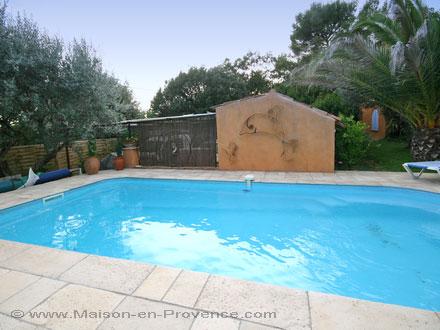 Villa piscine priv e draguignan var location de for Piscine de draguignan