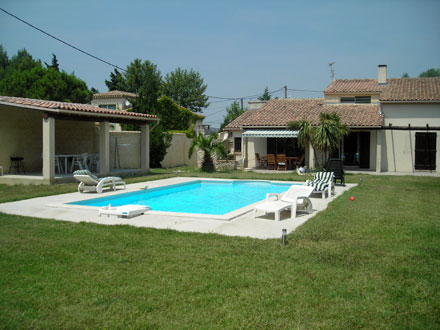 Location maison rochefort du gard for Piscine rochefort