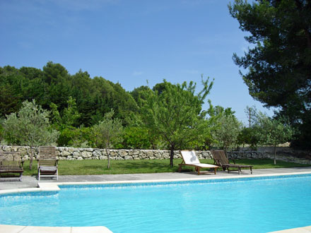 Villa piscine priv e la campagne proximit d 39 aix en for Astral piscine st cannat