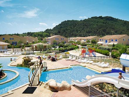 Holiday detached villa swimming pool in a tourism resort for Accouchement en piscine en france