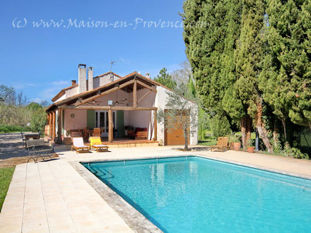 Holiday detached villa private pool in the countryside for Maison d en france salon de provence