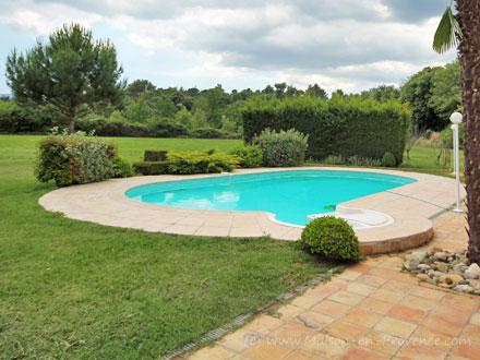 Villa piscine priv e en pleine campagne saint maximin for Cash piscine saint maximin