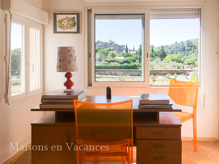 Le bureau de la location de vacances Maison de village à Courry ,Gard