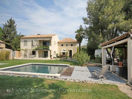 Villa cadenet cadenet 84160 vaucluse 84 for Alarme piscine linxor jb p 03