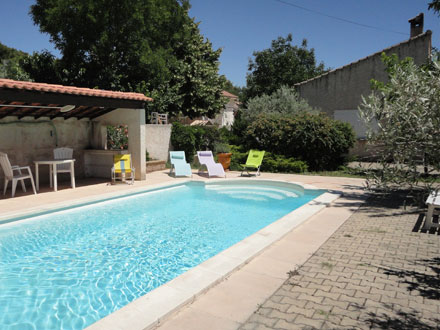 Villa piscine priv e proximit du village for Piscine 3 villes