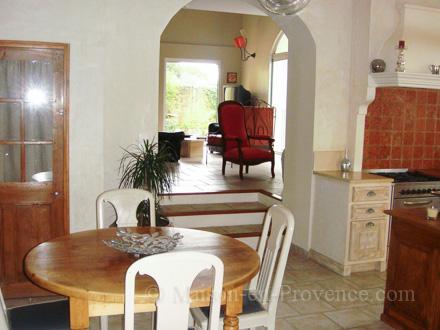 Location villa orange vaucluse ref m1168 for Salle a manger orange