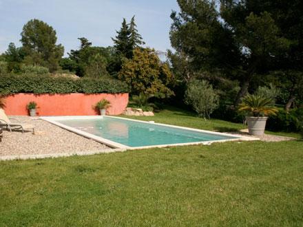 Villa piscine priv e au calme 3 km du centre ville de for Piscine nimes