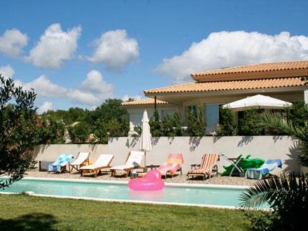 villa piscine priv e au calme 3 km du centre ville de n mes n mes gard location de. Black Bedroom Furniture Sets. Home Design Ideas