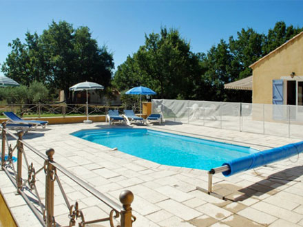 Villas with private pool holiday rentals in provence for Camping lac de sainte croix avec piscine