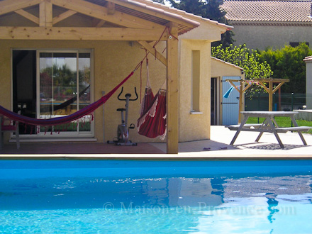 Villa piscine priv e au calme la barben bouches du for Location vacances bouches du rhone piscine