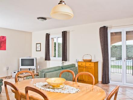 Location villa orange vaucluse ref m1281 for Salle a manger orange