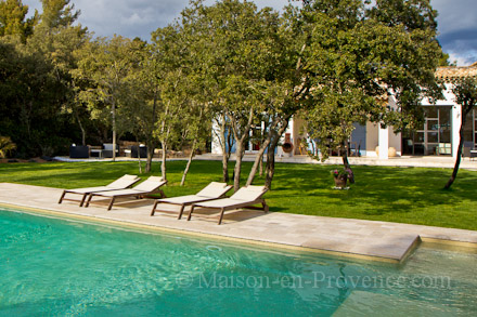 Holiday detached villa private pool near aix en provence for Piscine miroir aix en provence