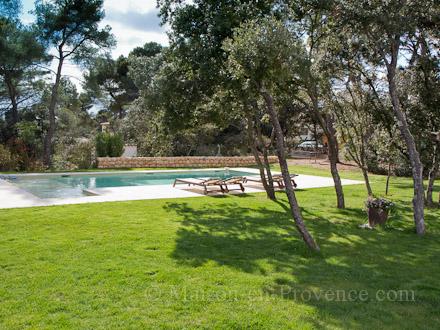 Villa piscine priv e pr s d 39 aix en provence aix en - Jardin autour de la piscine aixen provence ...