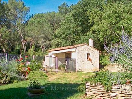 villa piscine priv e au calme sur les hauteurs proximit du village bagnols sur c ze. Black Bedroom Furniture Sets. Home Design Ideas