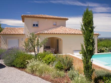 appartement piscine 10 minutes pied du centre du village saint saturnin l s avignon. Black Bedroom Furniture Sets. Home Design Ideas