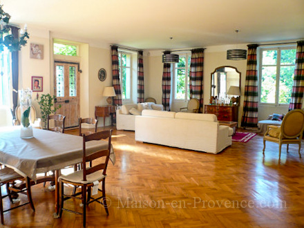 location mas marseille bouches du rh ne ref m1367. Black Bedroom Furniture Sets. Home Design Ideas