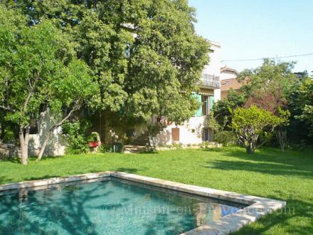 Mas piscine priv e grande propri t au calme au coeur de for Le jardin marseille