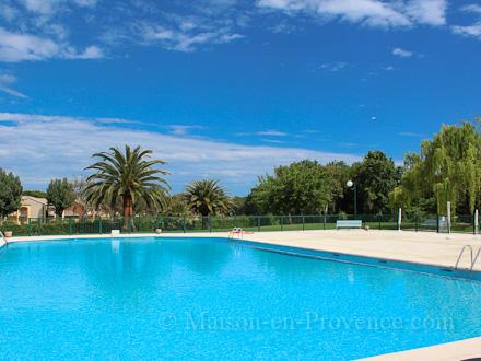 Appartement piscine proximit de la marina de cannes for Piscine mandelieu