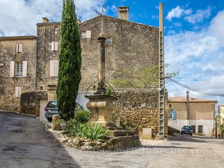 Maison de village � Saint-Bonnet-du-Gard