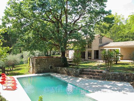 villa piscine priv e au calme 2 km du centre du village montauroux var location de. Black Bedroom Furniture Sets. Home Design Ideas