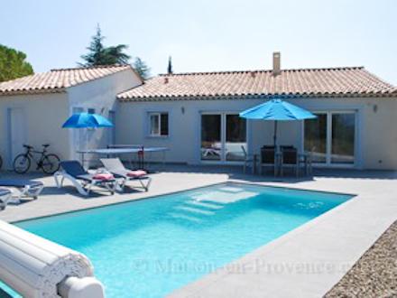 Villa piscine priv e la lisi re du village avec une belle vue d gag e - Maison du film la piscine ...
