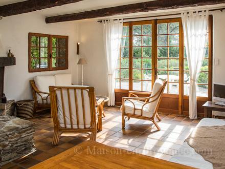location villa le beausset var ref m1389. Black Bedroom Furniture Sets. Home Design Ideas