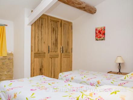 location mas en pierre saint quentin la poterie gard ref m1392. Black Bedroom Furniture Sets. Home Design Ideas