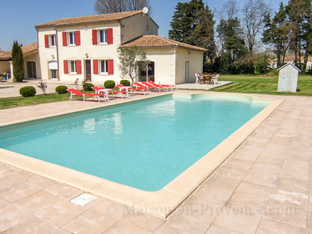 Mas piscine priv e la lisi re du village cabannes for Location vacances bouches du rhone piscine