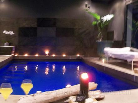 Piscine intrieure maison good esquisse d plan de maison for Beaucaire piscine