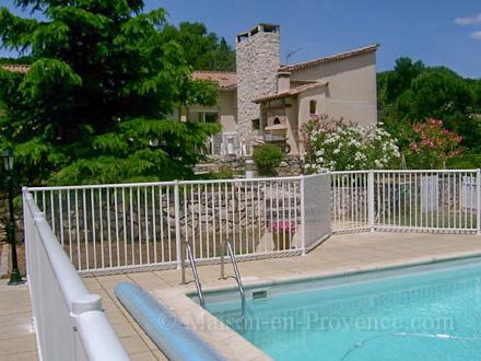 Villa piscine priv e bagnols sur c ze gard for Garage paulus bagnols sur ceze