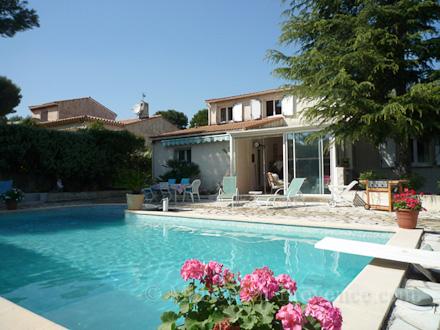 villa piscine priv e aubagne bouches du rh ne location de vacances n 1454 par maison en. Black Bedroom Furniture Sets. Home Design Ideas