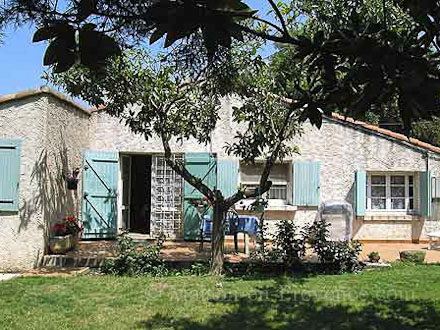 Villa piscine priv e miramas bouches du rh ne for Location vacances bouches du rhone piscine