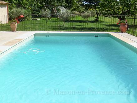 Villa piscine la campagne 20 minutes d 39 aix en for Astral piscine st cannat