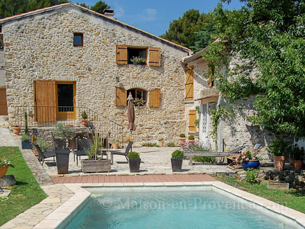 holiday stone house private pool in the center of the village in orsan gard south of france. Black Bedroom Furniture Sets. Home Design Ideas