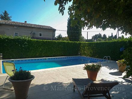 villa piscine priv e l 39 isle sur la sorgue vaucluse location de vacances n 1521 par. Black Bedroom Furniture Sets. Home Design Ideas