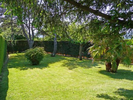 Villa piscine priv e proximit du centre du village avec commerces et restaurants plan de - Petit jardin plan de la tour tours ...