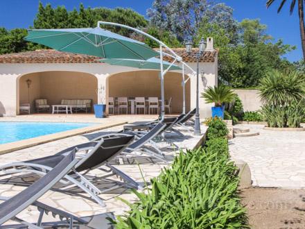 Villa piscine priv e acc s au village de saint tropez et for Piscine saint tropez