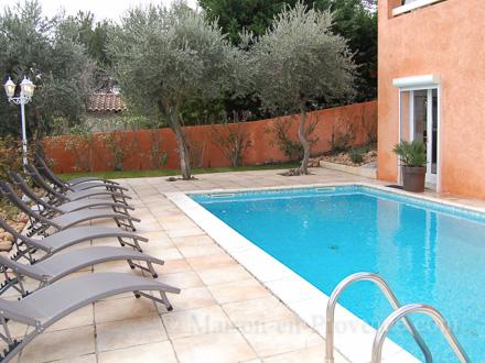 Villa piscine priv e belle vue sur le mont ventoux et le for Chateauneuf de gadagne piscine