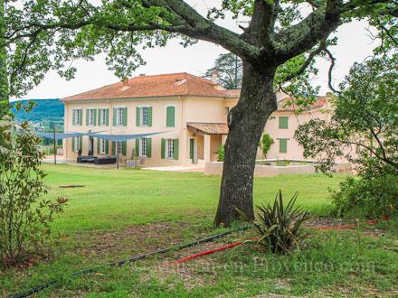 Bastide piscine priv e dans un domaine viticole renomm pignans var l - Titre de propriete maison ...