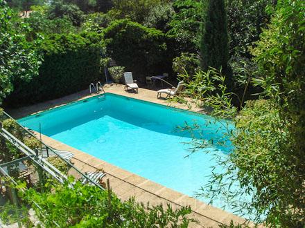 Maison en provence villa n mes gard disponibilit s for Piscine aquatropic nimes