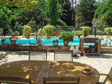 Villa piscine priv e a 5 mn du centre ville de n mes for Piscine nemausa nimes tarifs