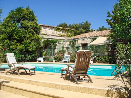 villa piscine priv e a 5 mn du centre ville de n mes n mes gard location de vacances n. Black Bedroom Furniture Sets. Home Design Ideas